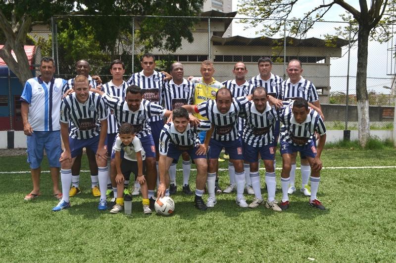 Jogadores do Arco FC do Jardim Consórcio em 2014 (foto: Diego Viñas / VárzeaPédia)