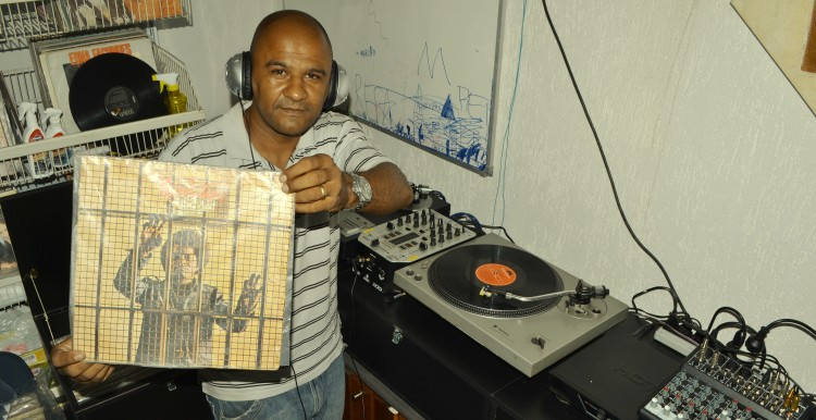 DJ varzeano: bola na rede e som na caixa